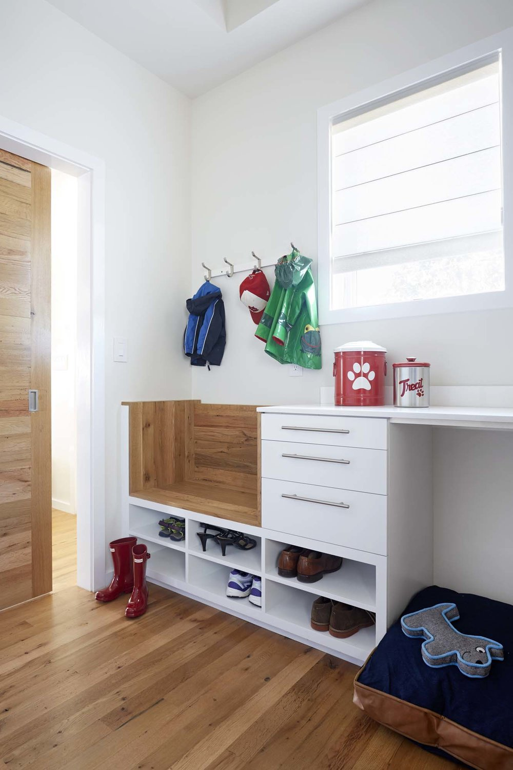 How to Create an Organized & Stylish Mudroom or Entryway